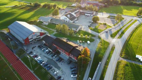 Stadsbygd sparebankhallen, samfunnshus og skolen i bakgrunnen